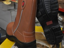Redwheel high cut safety shoes